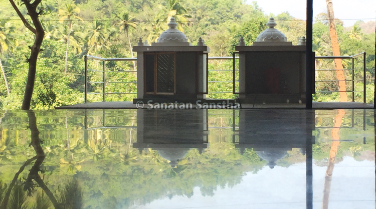 Watery surface as an infinity pool : Heightened reflection was seen in the front porch area of the Sanatan Ashram. The surface looks like an infinity pool.