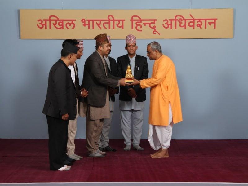 'जागृत नेपाली संगठन' और नेपाली हिन्दुआें की ओर से हिन्दू जनजागृति समिति और सनातन संस्था का सम्मान