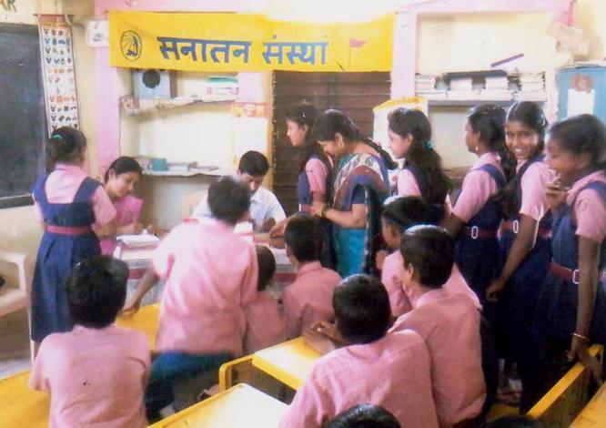 विद्यार्थियों का निःशुल्क रक्त परीक्षण शिविर