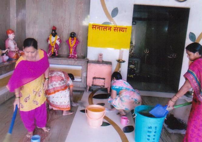 मंदिर जो चैतन्य के स्रोत है, वे स्वच्छ कर समाज को मंदिरों का महत्त्व समझाना