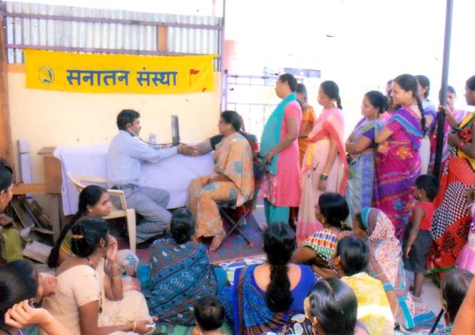 महिलाआें के लिए निःशुल्क स्वास्थ्य परीक्षण शिविर