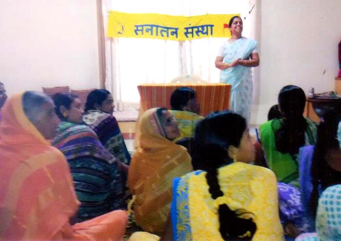 महिलाआें के लिए निःशुल्क स्वास्थ्य परीक्षण एवं स्वास्थ्य संबंधि परामर्श