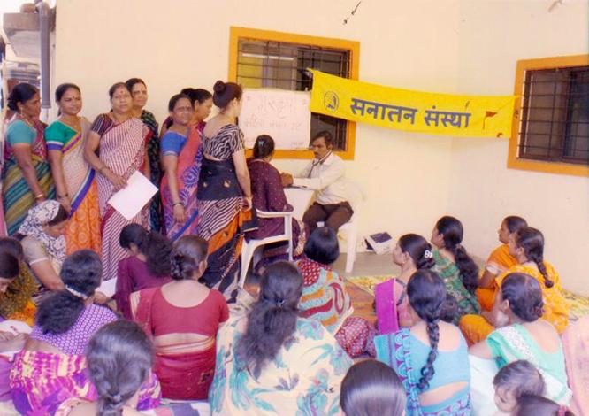 निर्धन महिलाआें के लिए निःशुल्क स्वास्थ्य परीक्षण एवं स्वास्थ्य संबंधि परामर्श