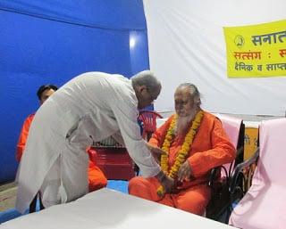 Manoharpuri-Maharaj_Satkar-kartanan-P_Pingalekaka1_1