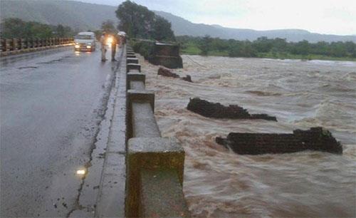 savitri_river_flood_2