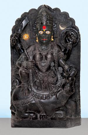छायाचित्र क्र. २ वस्त्र न नेसवलेल्या देवीचे छायाचित्र